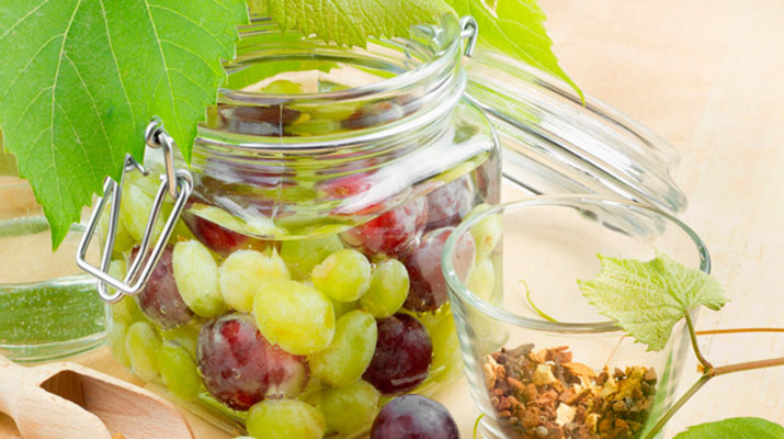 Маринованный виноград с гвоздикой