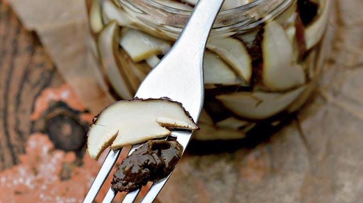 Белые грибы маринованные в масле