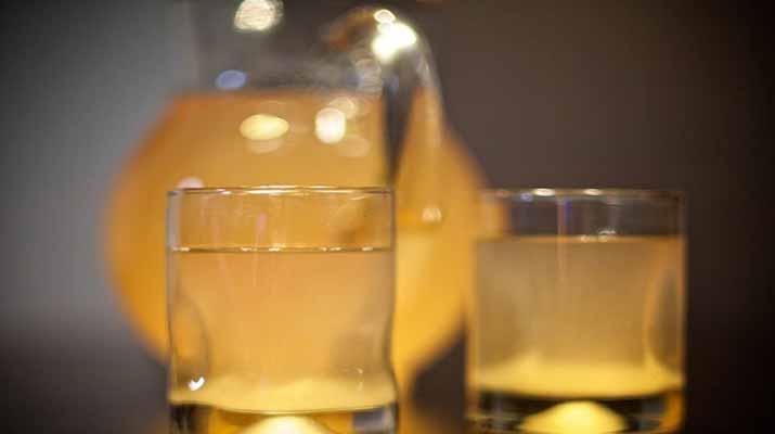 Напиток из  клубники, малины и черники