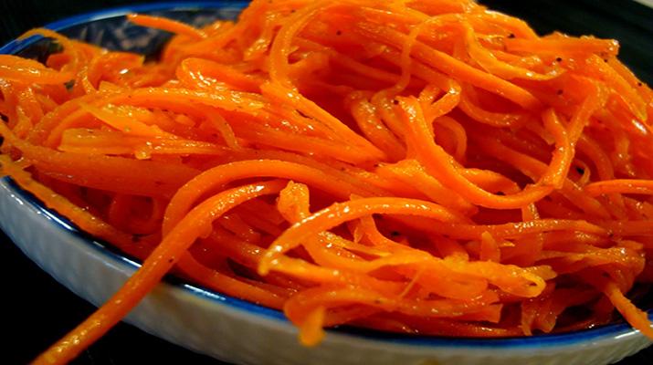 Маринованная морковка с перцем чили