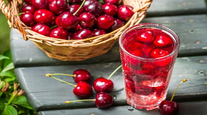 Вкусный и ароматный компот из черешни и вишни