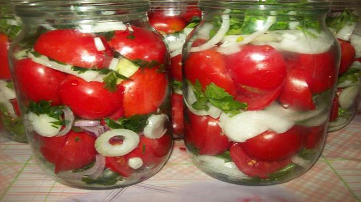 Консервированные помидоры с луком и маслом «Пальчики оближешь»