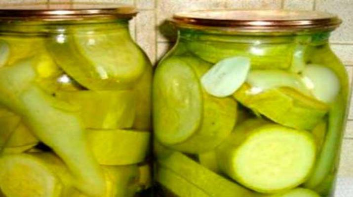 Кабачки с чесноком в яблочном соке