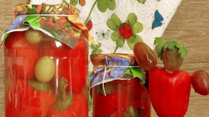 Маринованный болгарский перец, фаршированный виноградом