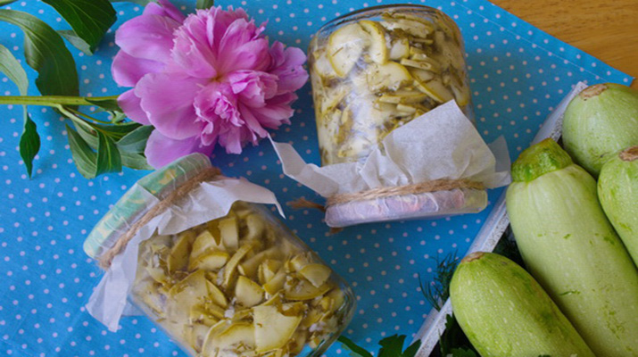 Консервированные кабачки с чесноком и зеленью